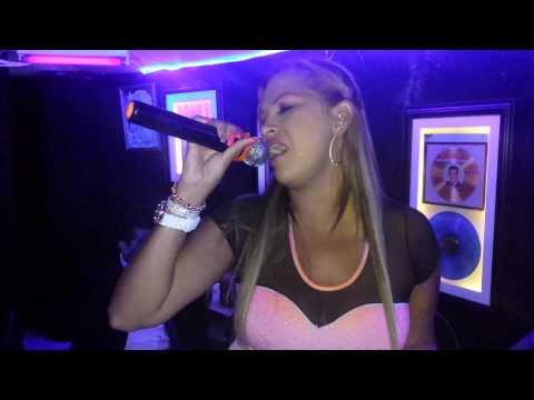Elvis BAr Karaoke Cantando x 1 pantalla Camp Nac Karaoke sabados
