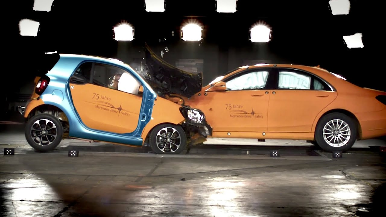 Mercedes s class vs smart fortwo crash test youtube for Mercedes benz smart fortwo
