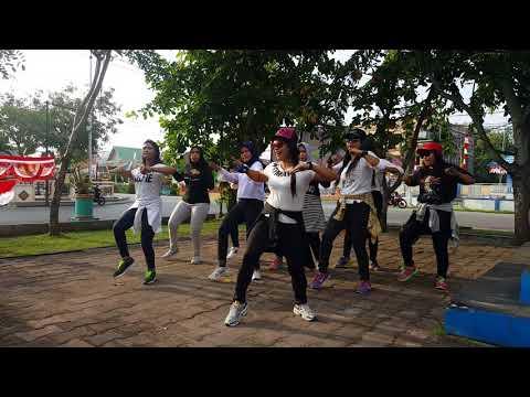 ZUMBA AISAH JAMILAH|DANGDUT SANDRINA feat IVA LOLA|TMC MERANTI