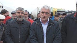 Дагестанские дальнобойщики добились увольнения таможенника