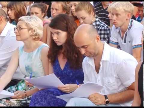 Сменовцы празднуют День молодежи.
