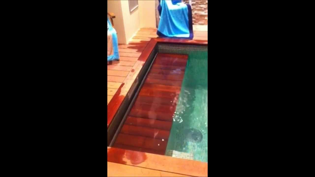 Volet piscine automatique immerg piscine et jardin for Piscine jardin youtube