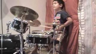 Baixar Down to the waterline dire straits - Raghav 5 year old drummer