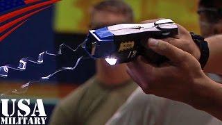 【絶叫】在日米軍兵士のテーザー銃(スタンガン)威力体験&取扱訓練・岩国基地 - US Marines Taser Training at MCAS Iwakuni, Japan