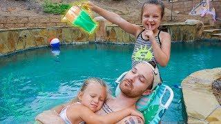 SLIME PRANK ON MY SISTER & DAD! 🤭 Pool Slime Party