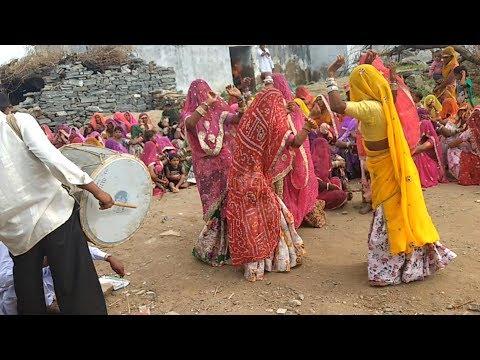 Rajasthan culture Dhol dance !! गाँव मे अभी भी यह परम्परा मौजूद है!! Marwadi woman dhol dance video