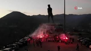 Beşiktaş Taraftarı, Türkiye'nin En Büyük Atatürk Heykelinde şampiyonluğu Kutladı