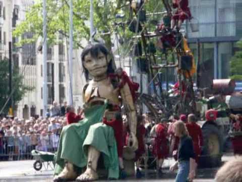 La petite géante et le scaphandrier  Royal de Luxe 2009