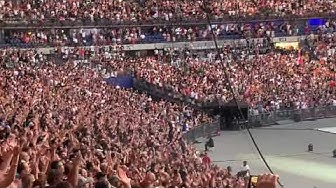'We Will Rock You' Queen by Rockin'1000 - Stade de France, Paris - 29/06/2019