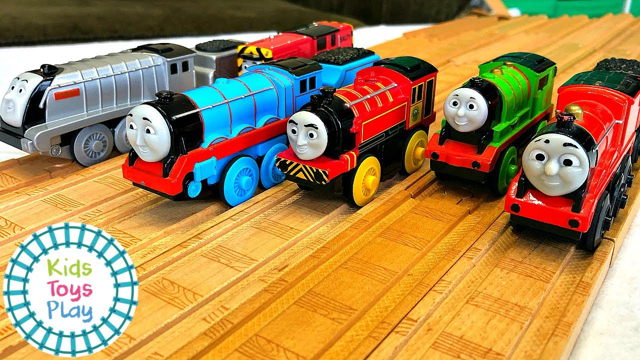 Thomas and Friends Motorized Wooden Railway Train Races