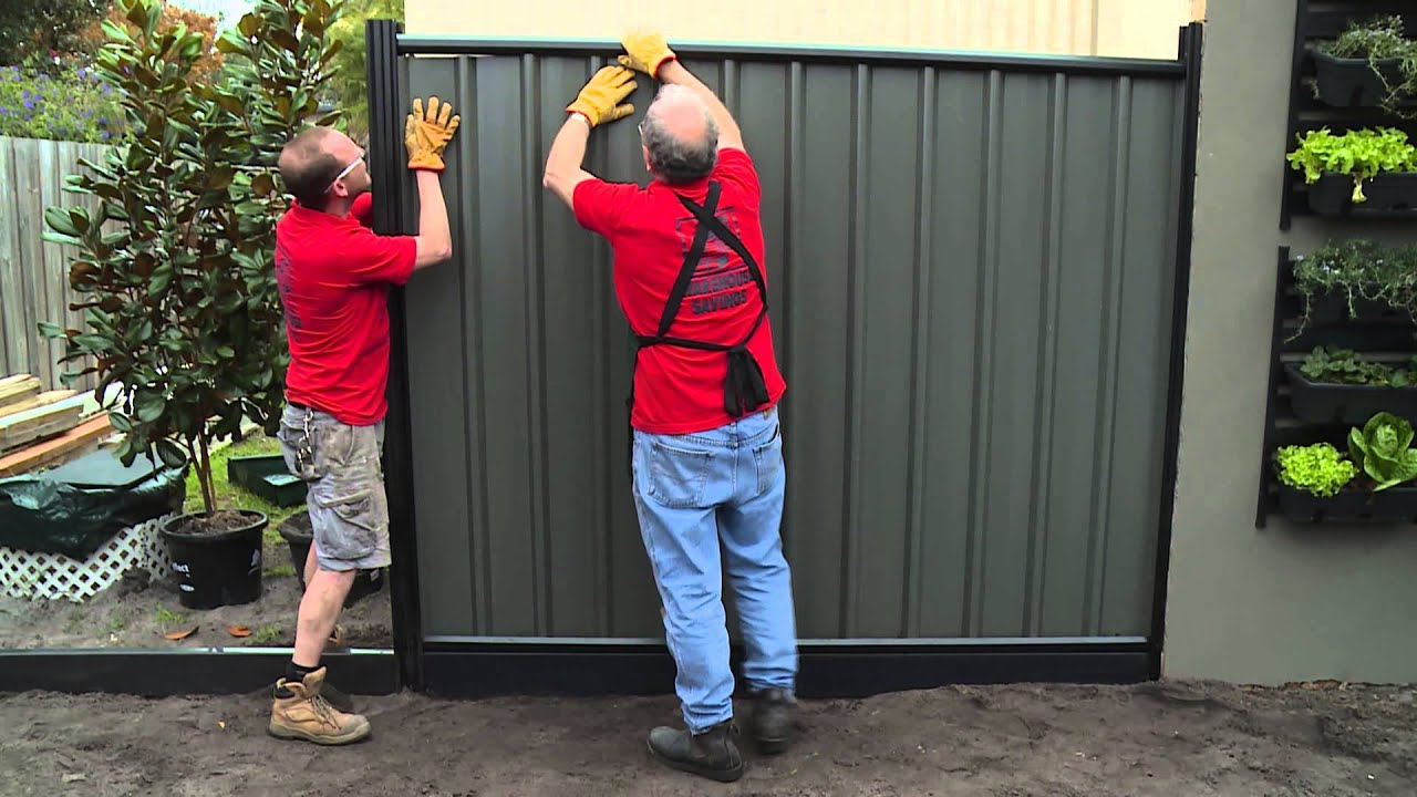 How To Install Colorbond Fence Panels Diy At Bunnings