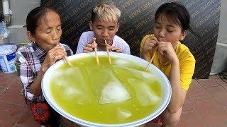 Hưng Troll | Làm Bát Nước Mía Khổng Lồ Thử Thách Mẹ Bà Tân Vlog Uống Hết