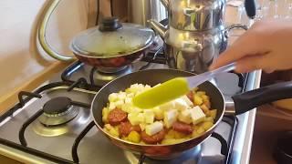 Patatesli sucuklu kaşarlı omlet