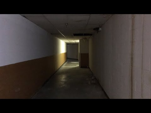 Richland mall urbex and an awesome mall cop