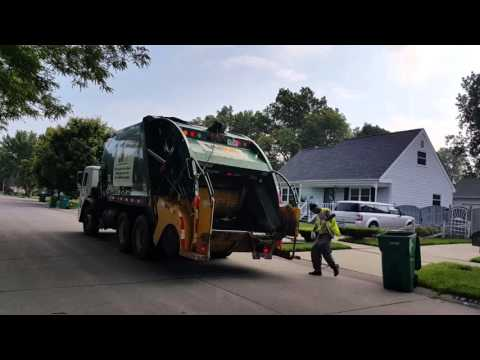 Waste Management: Mack LE/ McNeilus Tag-Axle Rear Loader