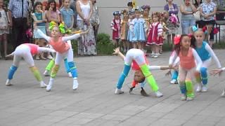 Олеся танцует в театре танца Карамельки