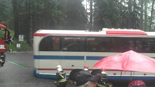 FAIL - Bus gets stuck on serpentine road (Italy)