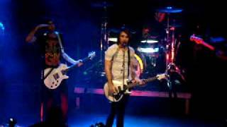 All Time Low - Damned if i do ya, Dear Maria (Live)