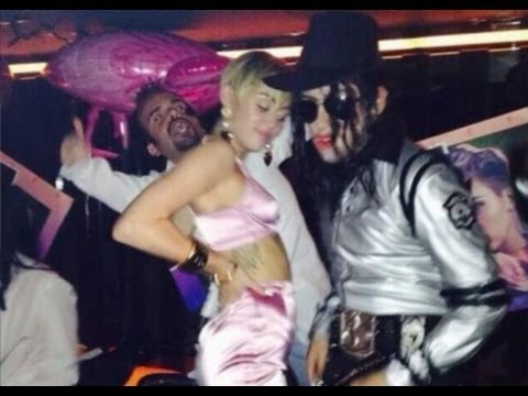 Girls Feature Wallpaper Inside Miley Cyrus Wild Bangerz Release Party Video And