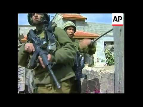 Israeli soldiers clash with Palestinian stone throwers