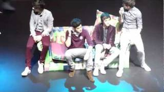 Harry getting a bra thrown at him whilst the boys are reading out tweets. thumbnail