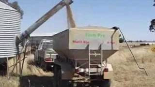 Trailing Grain Feeder 4.4m3 With Auger.wmv