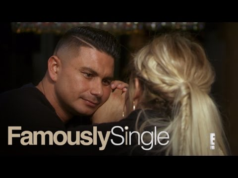 Pauly D Is Having Major Communication Problems | Famously Single | E!
