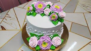 Торт с открытыми пионами и розами