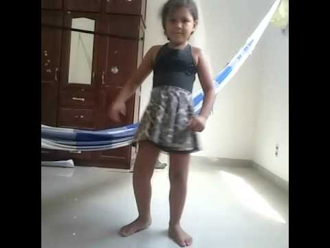 Menina de 5 anos dançando as metralhadora