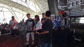 Kita Lawan Mereka Cover BatasparkiR Live @Gresik Melodic Fest II