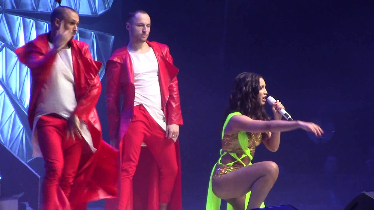 Бузова и Тимати затмили всех артистов на концерте Big Love