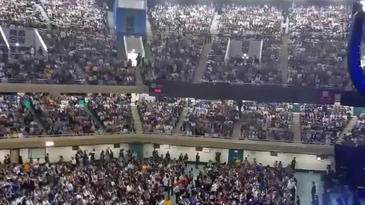 ポールマッカートニー武道館公演。開演1時間前の映像 Paul McCartney at budokan 2015 - YouTube