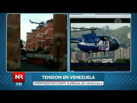 Helicóptero del CICPC sobrevuela Caracas con una pancarta alusiva al Art. 350