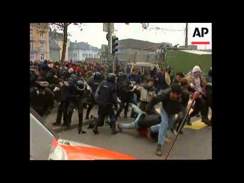SWITZERLAND: ZURICH: LEFT-WING PROTESTERS CLASH WITH POLICE