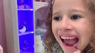 Valentina implorando sua Mãe por novas roupas,esmalte e maquiagem