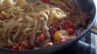Паста с колбасками в сливочно-томатном соусе