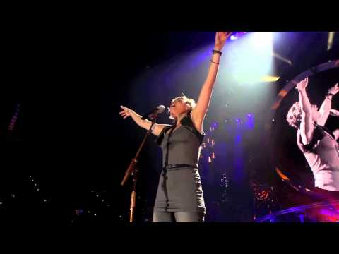 "Sugarland: ""Stand Up"" [live]"