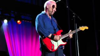 Watch Mark Knopfler Sultans Of Swing video