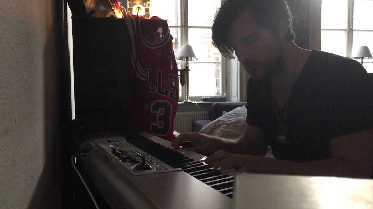 Axwell ingrosso on my way piano cover by david komar - Ingrosso bevande piano tavola ...