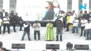 जब हैरी मेट सेजल शाहरुख खान और वाराणसी Lalipop Lagelu में अनुष्का शर्मा मनोज तिवारी