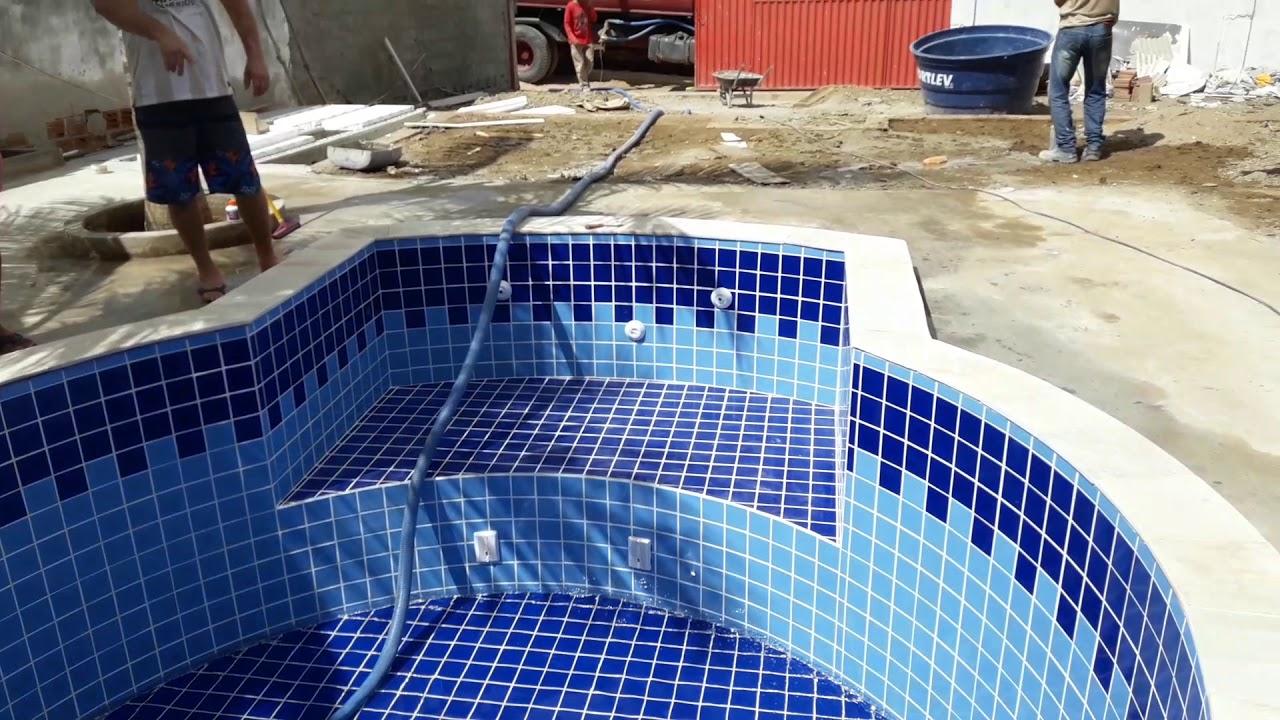Piscina pequena de azulejo redonda youtube - Azulejos para piscina ...