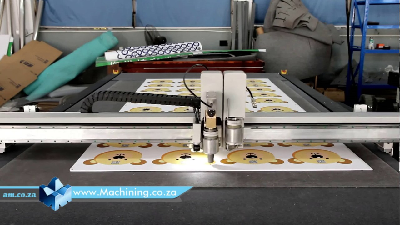 FlatCUT Flatbed Cutting Machine with an Oscillating Blade Contour Cutting  Printed PVC Foam Board