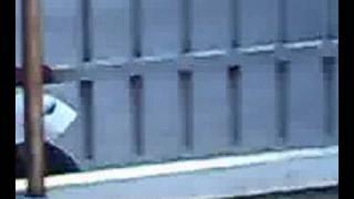 sbatte contro il muro con la vespa all