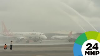 В авиапарке Азербайджана новый самолет встретили душем и цветами - МИР 24