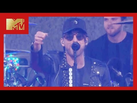 "All Time Low Performs ""Last Young Renegade"" 