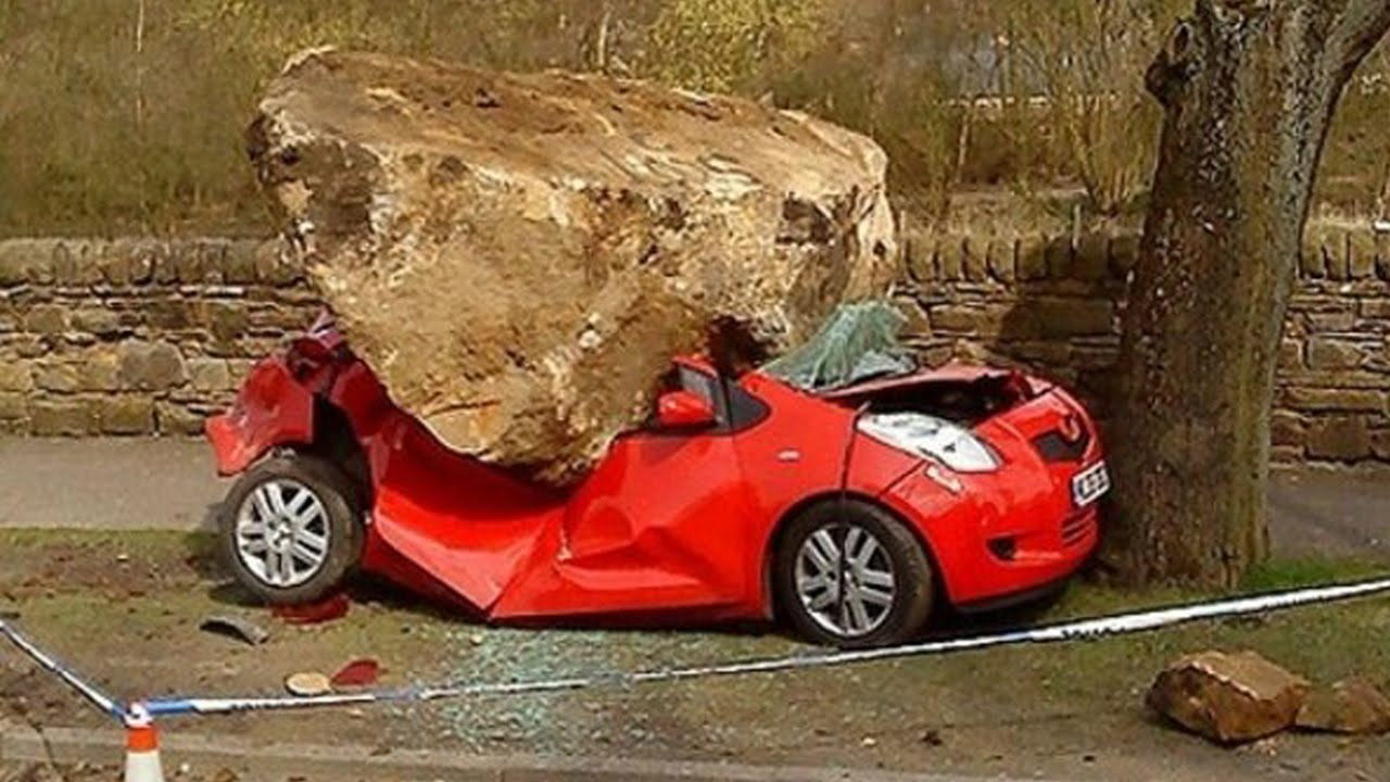 Latest Car Accident Of Toyota Auris Road Crash Compilation