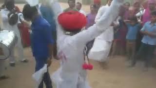 New Rajasthani funny dance dewasi // new marwadi funny whatsapp status video raika dance gujarati