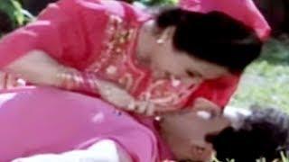 Chal Mundeya Mandir Mein - Alka Yagnik, Chhota Sa Ghar Song