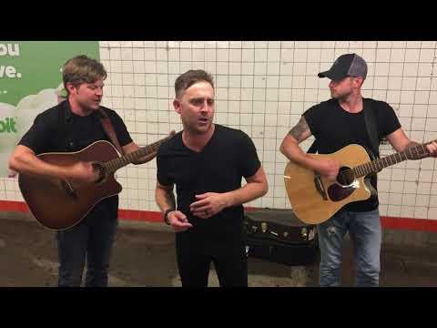 JT Bosch - WATCH: Justin Moore Performs In A NYC Subway!