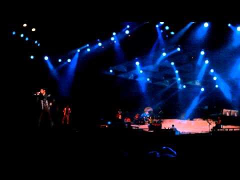AR Rahman Show Live in DubaiSong : AROMALAE by ALPHONSHD